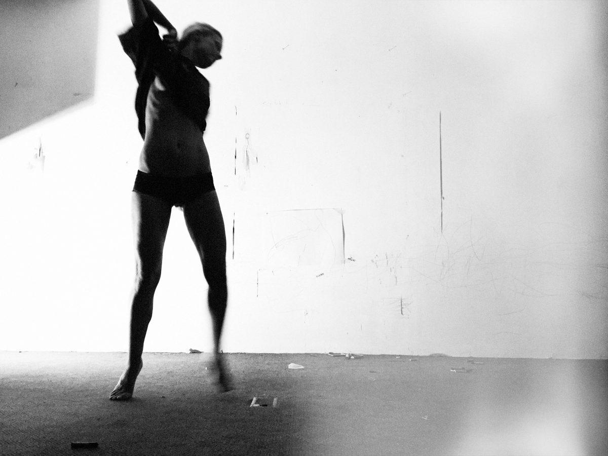 Fotografie einer tanzenden Frau